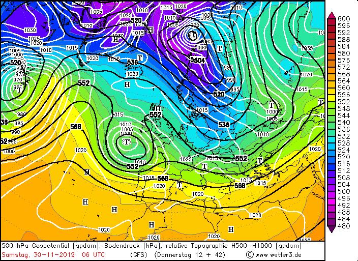 Höhenwetterkarte vom Sa 30.11.2019. Die schwarzen Linien zeigen die Strömung aus nordwestlicher Richtung an. Die bläulichen Farben die energiearmen Luftmassen über Zentraleuropa.