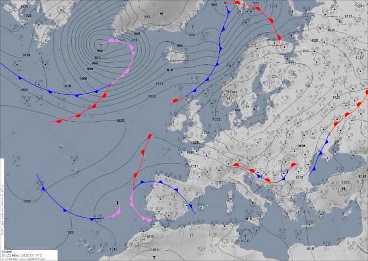 Hoch Jürgen über Südschweden transportiert energiearme Luftmassen von Nordosten nach Österreich. Salopp wird eine solche Wettersituation auch als Russlanddüse bezeichnet.