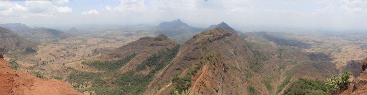 Gebirge in Indien Monsun im Winter, keine Regenzeit alles ist braun