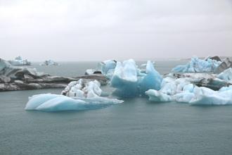 Durch die hohen Temperaturen kommt es zu vermehrtem Abschmelzen der grönländischen Eismassen