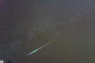 Perseiden Meteor aus dem Jahr 2009. Aufgenommen von Andres Möller (http://www.high-iso.de)