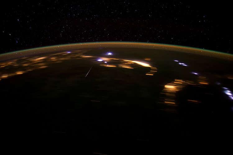 Lyriden-Meteore, aufgenommen von der ISS über dem Golf von Mexiko; Foto: NASA, Public Domain