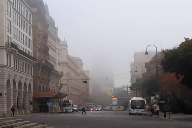 Wien: Votivkirche verschwindet im Nebel; Foto: wetter-wien.wien