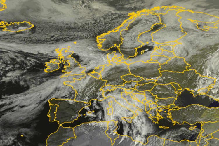 Satellitenbild Europa Wolken ©DWD