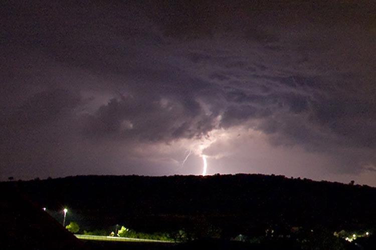 Blitz, Gewitter und Sturm